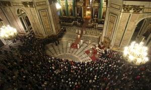 纪念飞机坠毁的受害者的宗教仪式在埃及圣彼得堡圣艾萨克大教堂。