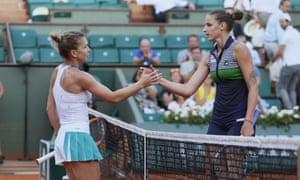 No3种子Simona Halep(左)在第二场半决赛中击败了No2种子Karolina Pliskova。