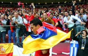 Then gets himself a Colombian flag