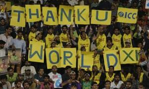 自2009年斯里兰卡队对巴士的恐怖袭击事件发生后,巴基斯坦支持者表示赞赏,因为世界十一国成为第一个在该国打国际板球的人。