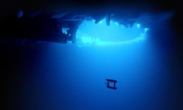 The Jaguar is an Autonomous Underwater Vehicle (AUV)  mesures sea ice in the East Antarctic Sea