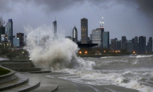 20 ft. waves hit Chicago shoreline