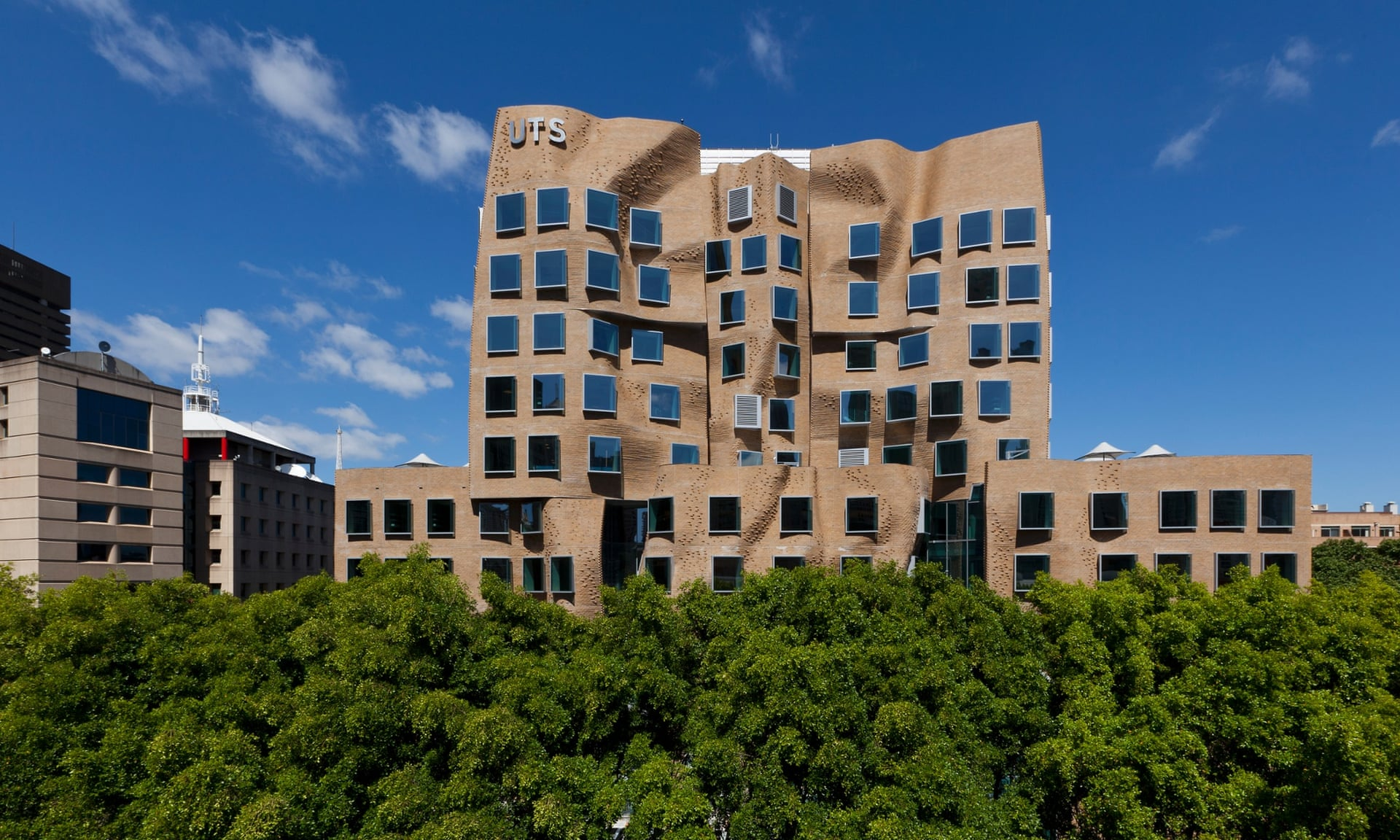 Paper bag building - Architect Frank Gehry S Crumpled Paper Bag Building