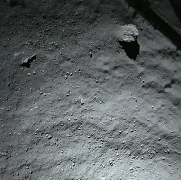 Another stunning image of my new home taken by ROLIS during #CometLanding yesterday, when I was just 40 m from #67P.