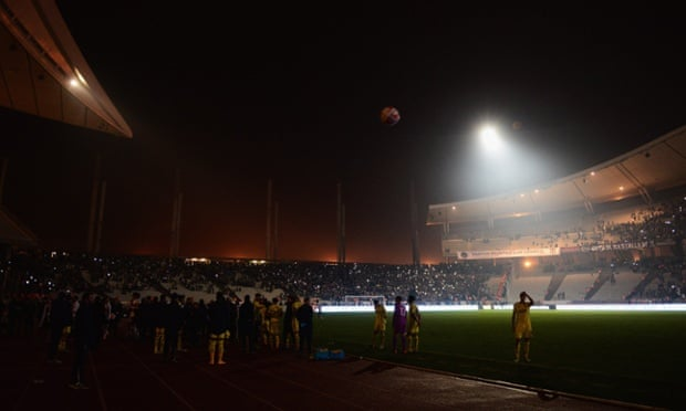 Play is suspended again following a floodlight failure for the second time in Istanbul.