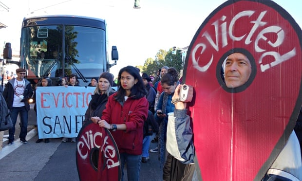 Protestors blocking buses heading to Google and Apple headquarters. Photograph: Flickr Vision