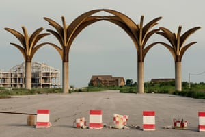 The knock-on effects are also to be seen in this abandoned tourist resort by the shore of Bohai Sea.