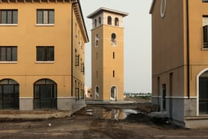 A shopping mall modelled on a traditional Italian city was finished, but businesses haven't moved owing to the small number of city residents.