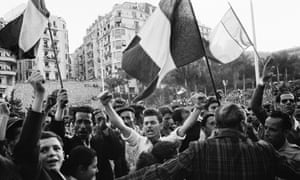 Algerians demand independence from France in the demonstration in 1958.