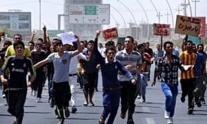 Yazidi成员在联合国埃尔比勒办事处外示威