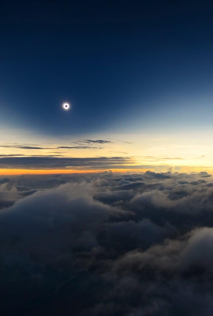 تمامیت از فراز ابرها / کاتالین بلدا (از رومانی) زمین و فضا : با بالاترین درجه تقدیر