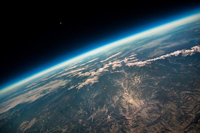 بالن ماه / پاتریک کولیس(از آمریکا) زمین و فضا : با بالاترین درجه تقدیر