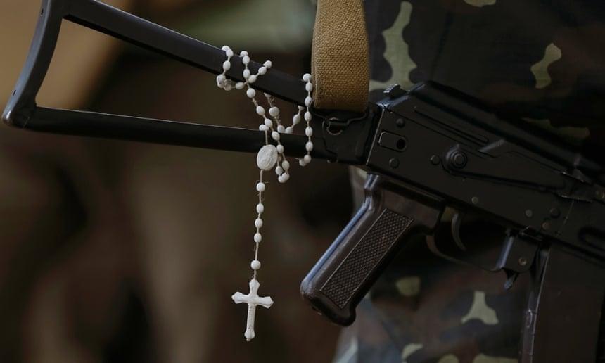 A rosary hangs from a Ukrainian soldier's machine gun near the eastern Ukrainian town of Pervomaysk.