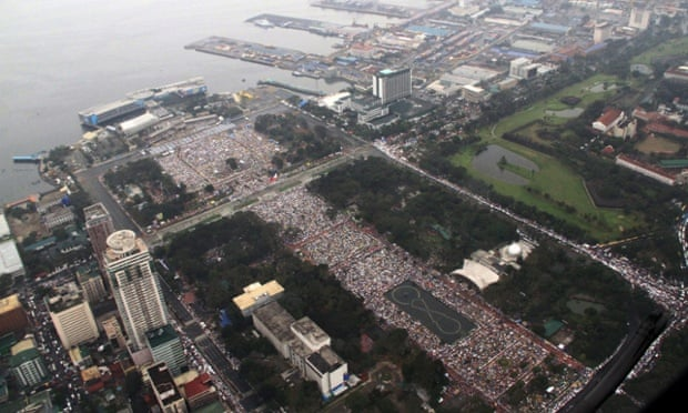 An aerial view of the crowd of worshippers waiting  for the arrival of Pope Francis in Rizal park, Manila.