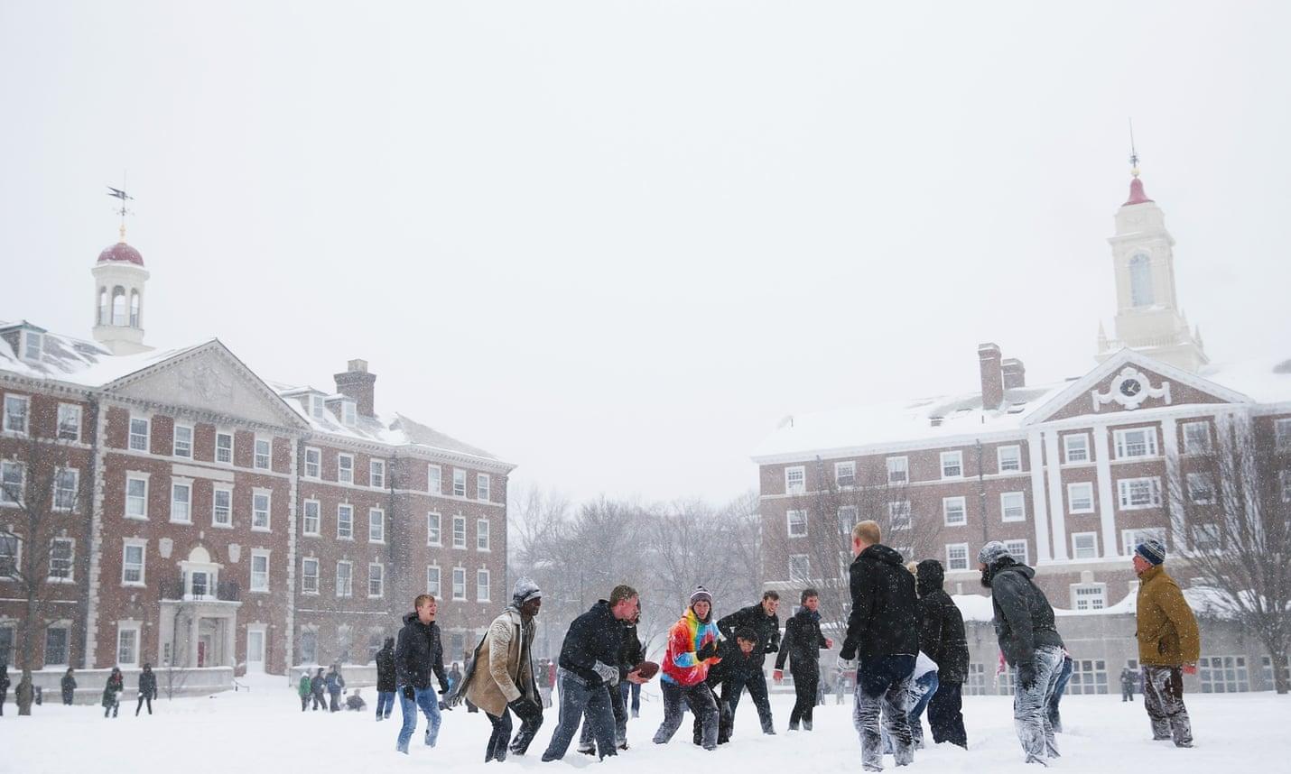 Студенти Гарварду подалу у суд на..Гарвард