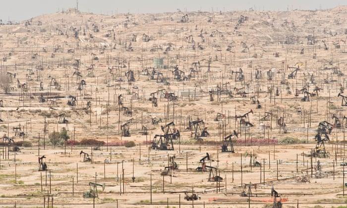 Os poços de petróleo na Califórnia