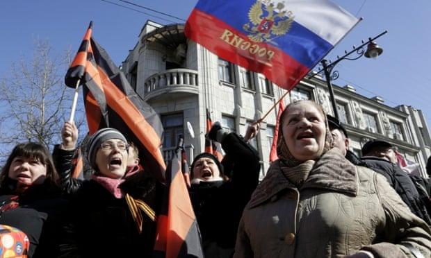 Крым, все еще стирающий свое прошлое после годового захвата Россией