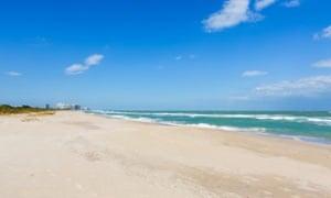 D061Y4 Beach at Fort Pierce Inlet State Park, St Lucie County, Treasure Coast, Florida, USAfortpierceinletstateparkbeachseafloridafortpierceftpierceinletstateparkbeachbeachesseaatlanticoceansandsandyfloridatreasurecoastcoastalresortresortsemptyquietnobodyflusausunitedstatesamericaamericantreasurecoastbeachbeachesfortpiercetravelvacationholidayholidaystourismsunsunnysunshineblueskyskies
