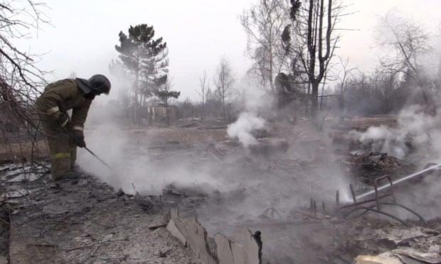 Российский государственный телерепортер кинул горящий окурок на месте Сибирского пожара