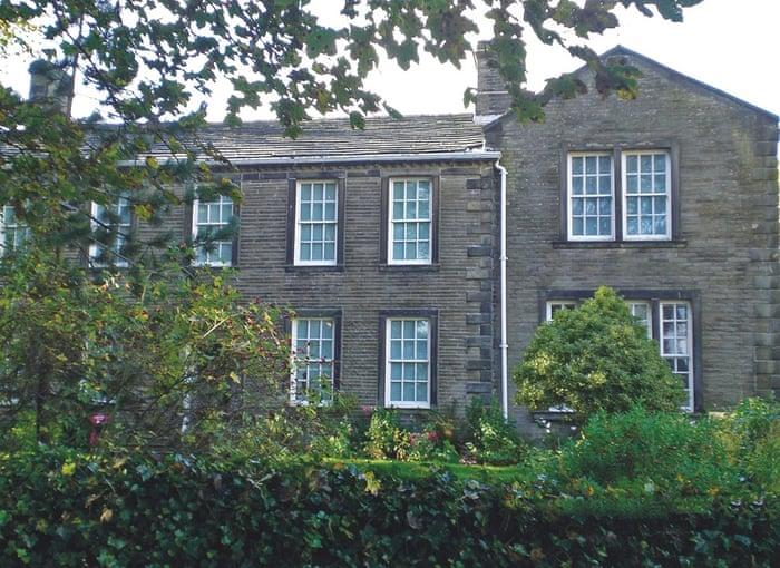 این خانه نیز متعلق به خواهران برونته است. اما علاوه بر انها جین ایر نیز در این خانه مدتی اقامت داشته است. ویرجینیا ولف در خاطرات خود این خانه را به خوبی توصیف کرده است.