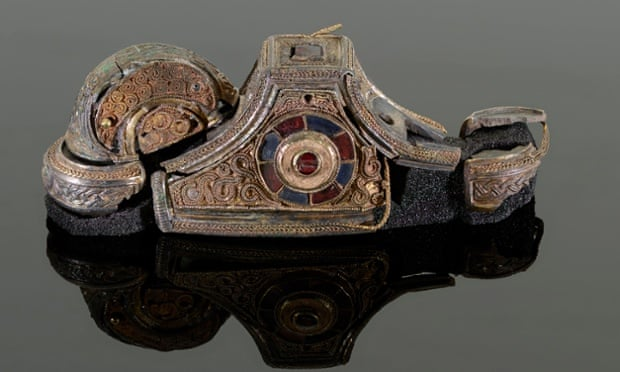 A detail of the front of the reconstructed sword pommel.