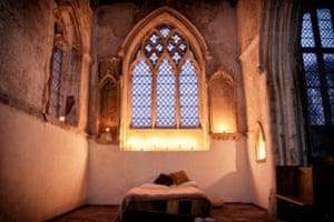 التخييم في الكنائس الأثرية رحلة استكشافية وثقافية رائعة