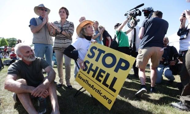 نجمة هوليوود المخضرمة تحتج ضد عمليات التنقيب عن النفط