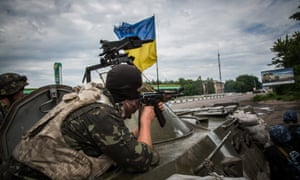 Ukrainian soldiers at an army checkpoint near Sloviansk.