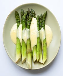 Nigel Slater's classic asparagus with hollandaise sauce recipe   Life ...