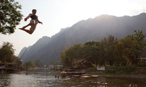 Tourist jumps into Nam Song river, Laos