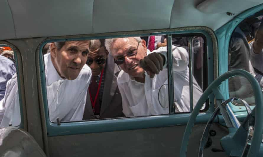 Eusebio Leal Spengler, right, with former US secretary of state John Kerry. The prominent de-facto mayor of Old Havana has died aged 77.