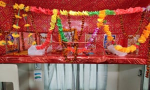 An upper berth turned into a puja space for pilgrims onboard the Kashi-Mahakal Express