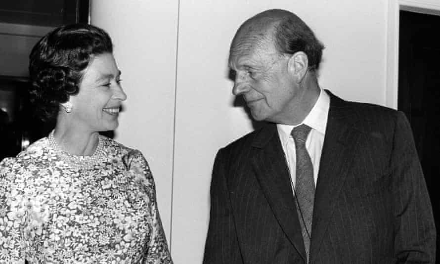 Martin Charteris, pictured with the Queen during silver jubilee celebrations