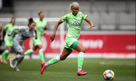 Wolfsburg's Pernille Harder runs with the ball against Bayer 04 Leverkusen.
