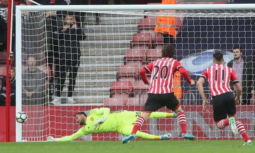 Sergio Romero of Manchester United superbly saves Manolo Gabbiadini's early penalty for Southampton.