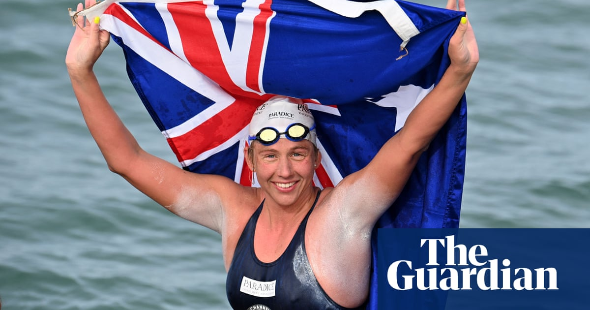 Chloë McCardel swims Channel for record-breaking 44th time
