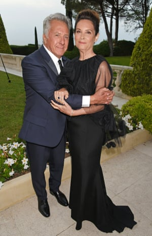 Dustin Hoffman (L) and Lisa Hoffman arrive at the amfAR Gala Cannes 2017 at Hotel du Cap-Eden-Roc on May 25, 2017 in Cap d'Antibes, France