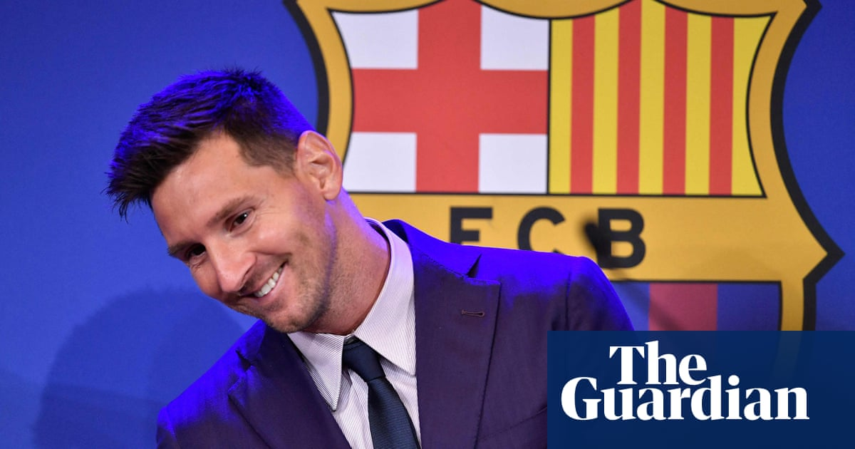 Lionel Messi heading to Paris to seal PSG move after agreeing two-year contract