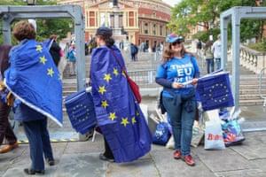 Volunteers hand out European flags to audience members