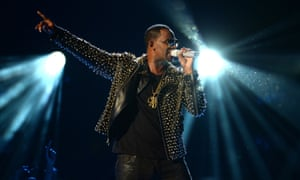 R Kelly performs at the 2013 BET awards.