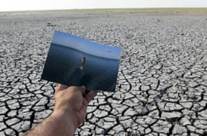 On the parched ground of the Tisma lagoon wetland park, in Nicaragua, an image is seen of how the park looked in 2008, before the drought