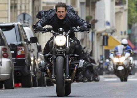 Tom Cruise en la sexta película Misión imposible ... ahora está haciendo las próximas películas en el Reino Unido.