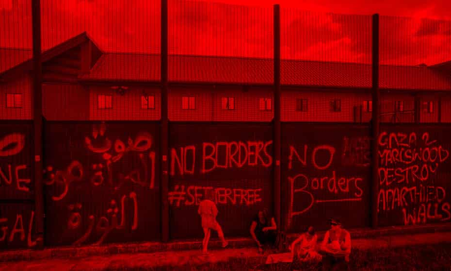 'No borders' graffiti