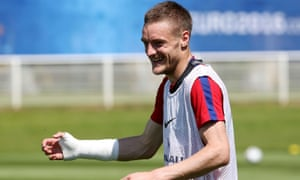 Jamie Vardy is all smiles in England training at the Euros.