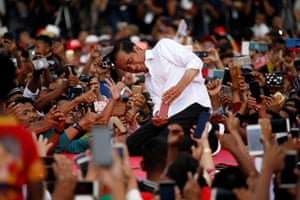 Serang, Indonesia. Joko Widodo takes pictures with his supporters during his first rally in the general election campaign
