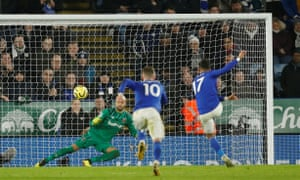 Ayoze Perez hammers home Leicester City's third.