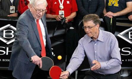 Warren Buffett and Bill Gates play tabble tennis