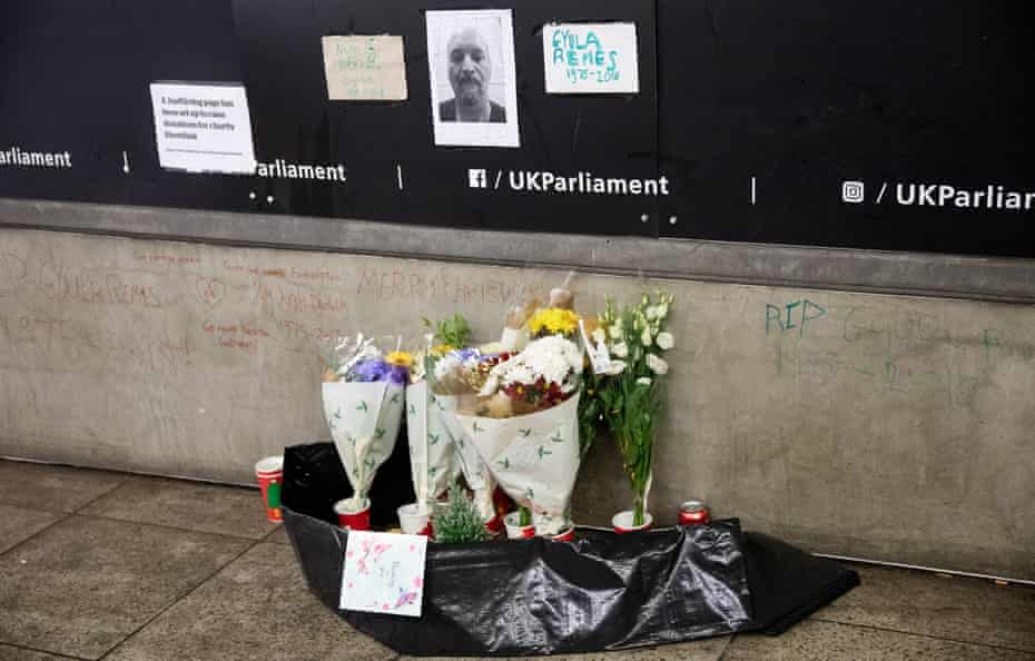 A memorial marks the place where Gyula Remes used to sleep.