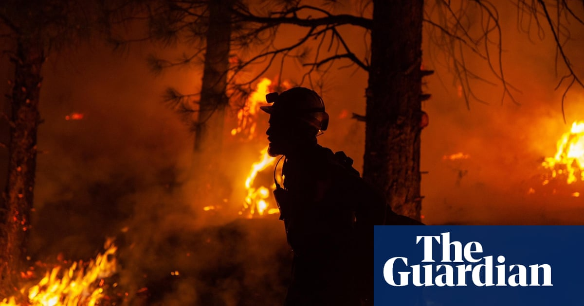 이상 80 wildfires rage across western US – video report