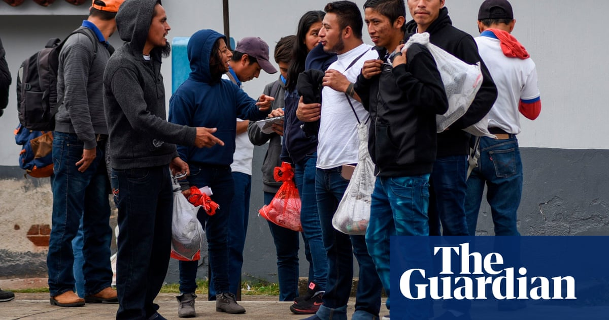 El Salvador suspends deportations of nationals from U.S., Mexico